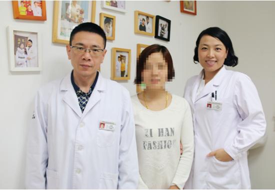 图为徐慧文和刘宏云,杜明春两位主任合影